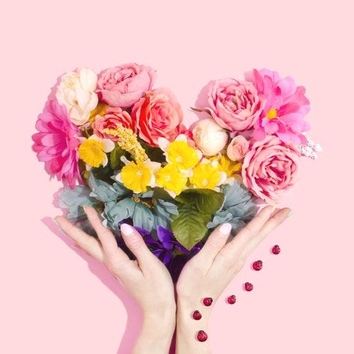 花を持つ中洲派遣キャバ嬢