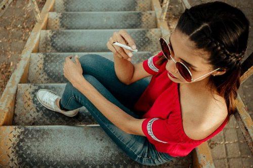 タバコを吸う中洲の派遣キャバ嬢